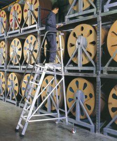Передвижная складская лестница с площадкой 9 ступеней Zarges Z500 40239